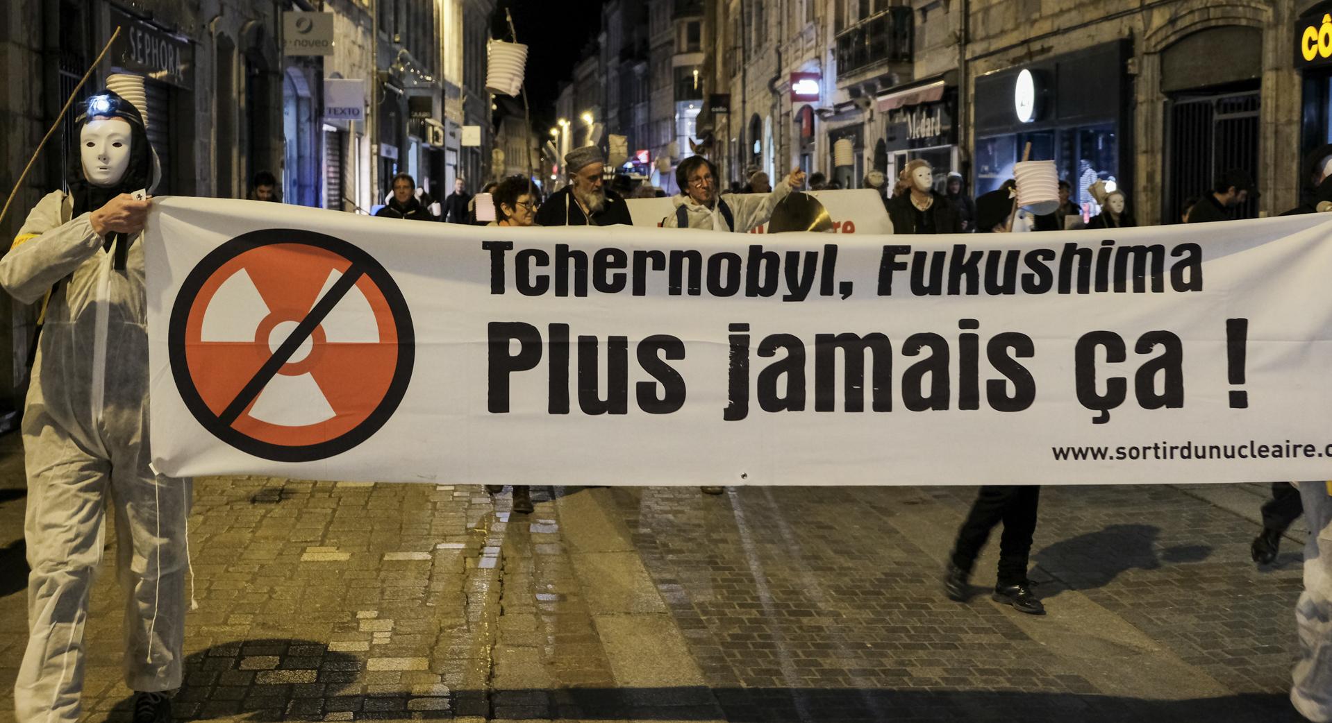 Besançon :Marche funèbre anniversaire Fukushima